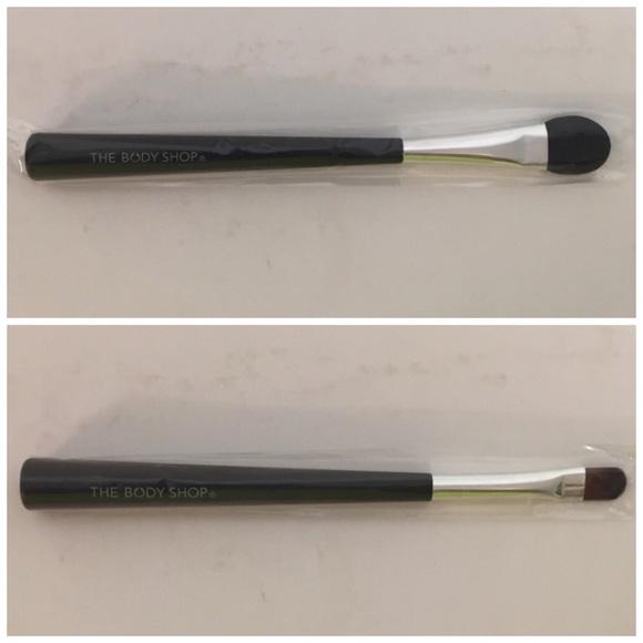 BNIB Body Shop Eye Smudge Brush & Eyeshadow Brush